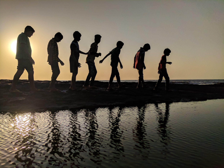 backlit-beach-children-939700